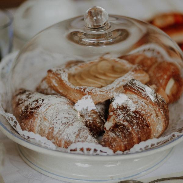 colazione-croissant-la-baronessa-beb