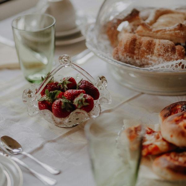 colazione-fragole-la-baronessa-beb